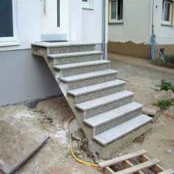 Granit Bordsteine Griys hellgrau 8 x 25 cm gesägt und geflammt