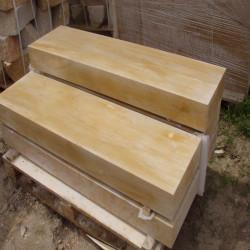 Sandstein Blockstufen Geltona Gelb weiß geadert geschliffen 100 cm lang