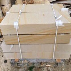 Granit Blockstufen Griys hellgrau geflammt mit Einzellänge bis zu 300 cm