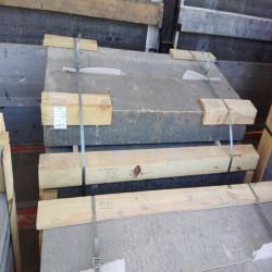 Granit Blockstufen Griys hellgrau geflammt 18 x 40 cm 120 cm lang