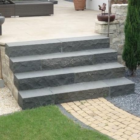 Granit Blockstufen Griys hellgrau 20 x 40 cm geflammt bis 300 cm Einzellänge