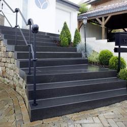 Granit Blockstufen Griys hellgrau 20 x 40 cm geflammt 150 cm lang