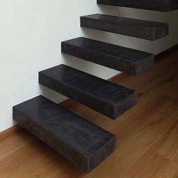 Granit Blockstufen Griys hellgrau 20 x 40 cm geflammt Detail