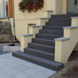 Granit Blockstufen Griys  hellgrau 20 x 35 cm geflammt bis 300 cm Länge