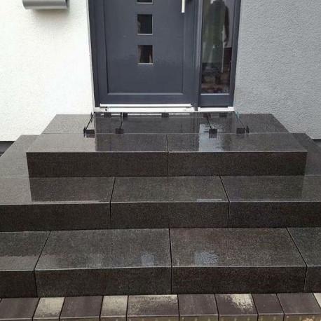 Granit Griys Grau Podestplatten 15 cm hoch gesägt und geflammt
