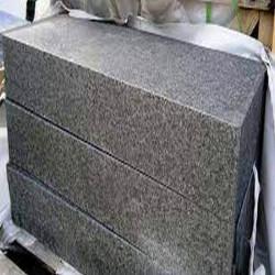 Granit Griys Grau Podestplatten 15 cm hoch gesägt und geflammt passgenau Größe 150 x 150 cm