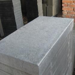 Granit Podestplatte Griys hellgrau geflammt 20 cm hoch und Blockstufen mit Radius