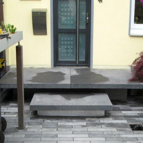 Granit Legstufen Griys hellgrau 8 cm stark 30 cm breit geflammt