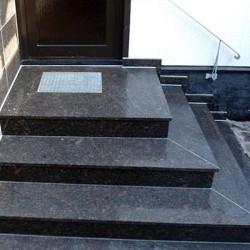 Geflammte schwarze Basalt Trittstufen 8 x 30 cm 80 cm lang