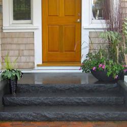 15 cm hohe Granit Blockstufen Sondergrössen gesägt und geflammt