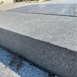 Granit Mauersteine Griys hellgrau 10 cm hoch gespalten mittelkörnig
