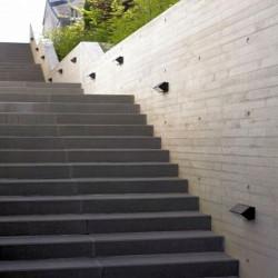 Sandstein Quadersteine Mapula Rot gespalten 20 cm hoch 20 cm tief auf Paletten