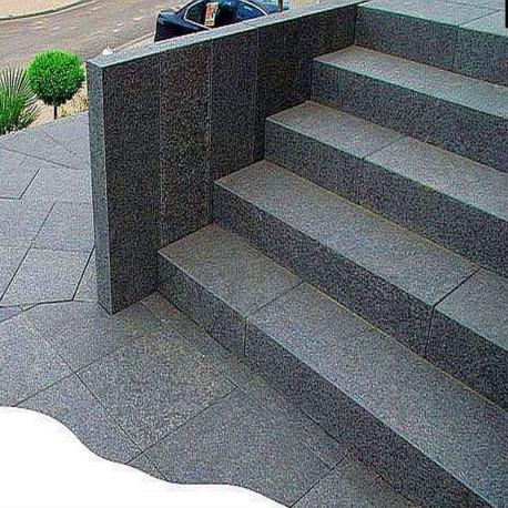 Granit Quadersteine Griys hellgrau 20 cm hoch gespalten 40 cm lang