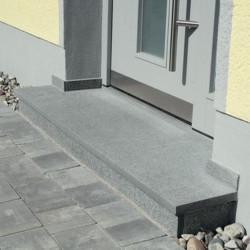 Granit Mauersteine Griys grau 40 cm hoch mit gesägten Stoß und Lagerfugen 40 cm tief auf Paletten