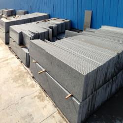 Granit Griys Verblender hellgrau 2-3 cm stark Kanten gesägt