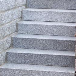 Granit Pflaster Granit Fino Weißgrau Feinkorn gespalten lose