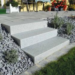 Granit Pflaster Granit Fino Weißgrau Feinkorn gespalten Lieferung lose gekippt