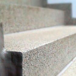 Granit Griys Palisaden hellgrau geflammt 8 x 20 cm