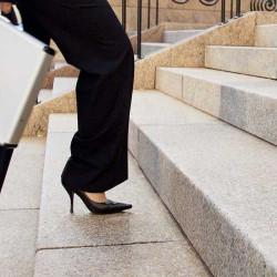 Granit Griys Palisaden hellgrau geflammt 8 x 20 cm Detail