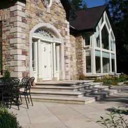 Basalt Palisaden Schwarz geflammt 8 x 25 cm  eingebaut