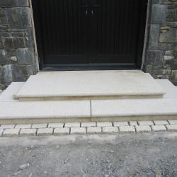 Granit Palisaden Griys hellgrau geflammt Format 8 x 25 cm  bis 300 cm Länge