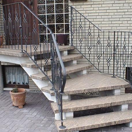 Limes Granit Pfosten Griys hellgrau mit Pyramidenspitze 15 x 15 cm gesägt und geflammt