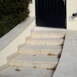 Granit Griys Limes Zaunpfosten 25 x 25 cm mit Pyramiden spitz gesägt und geflammt kanten abgerundet