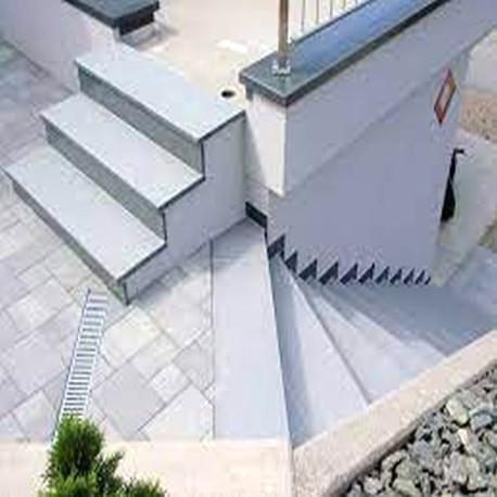 Limes Ranch Pfosten mit Pyramiden Spitze aus Granit Griys grau gesägt und geflammt 30 x 30 cm