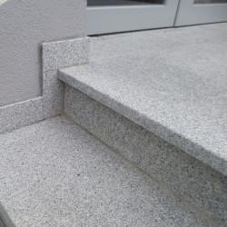 Limes Ranch Pfosten mit Pyramiden Spitze aus Granit Griys grau gesägt und geflammt 30 x 30 cm  bis 300 cm Länge