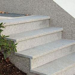 Limes Ranch Pfosten mit Pyramiden Spitze aus Granit Griys grau gesägt und geflammt 30 x 30 cm  Sondergröße