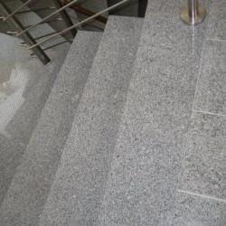Granit Sitzblöcke Griys hellgrau gesägt und geflammt  100 x 50 x 50 cm