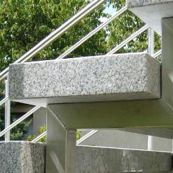 Granit Brücke Griys grau gesägt und geflammt 300 x 150 cm  15 cm stark geschwungen
