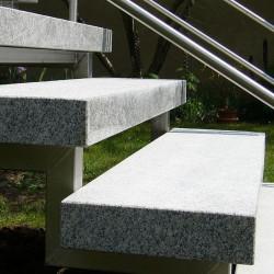 Granit Brücke Griys grau gesägt und geflammt 300 x 150 cm  15 cm stark Bachlaufbrücke
