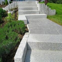 Kleine Granit Brücke Griys grau geflammt 15 cm dick 125 cm breit und 300 cm Japangarten Brücke