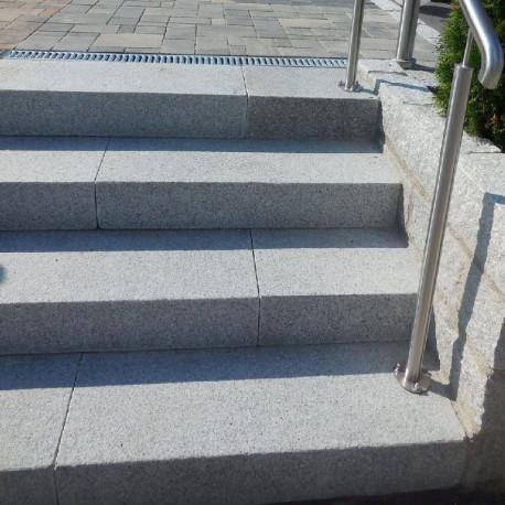 Granit Brücke Griys grau 300 x 100 x 15 cm gesägt und geflammt