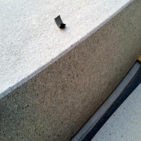Granit Pflaster Griys hellgrau gespalten