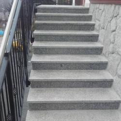 Granit Pflasterplatten Griys hellgrau 8 cm gesägt und geflammt